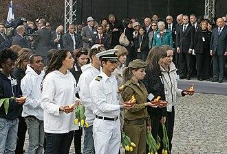 Młodzież polska i izraelska zapaliła znicze i złożyła kwiaty