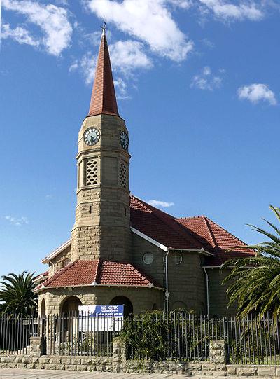 Toe die NG gemeente Queenstown-Tuine in 1999 ingelyf is by die moedergemeente, NG gemeente Queenstown, het dié dorp die eerste in Suid-Afrika, Namibië of Zimbabwe geword waar drie NG gemeentes (Tuine was self 'n samestelling van twee gemeentes) mettertyd een geword het.