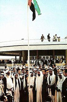 لحظة رفع العلم الإماراتى