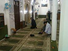 السيد حمادي الجبالي رئيس الحكومة يصلي