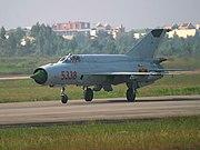 ميكويان و سوخوي ''فخر صناعة الحربية الروسية'' 180px-VietnameseMig21Taxying