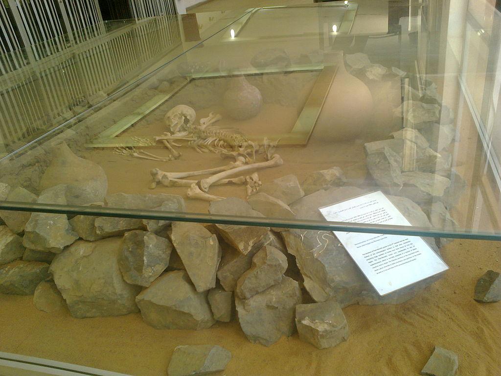 متحف السودان القومي 1024px-POST-MEROITIC_TOMB_01_-SUDAN_NATIONAL_MUSEUM