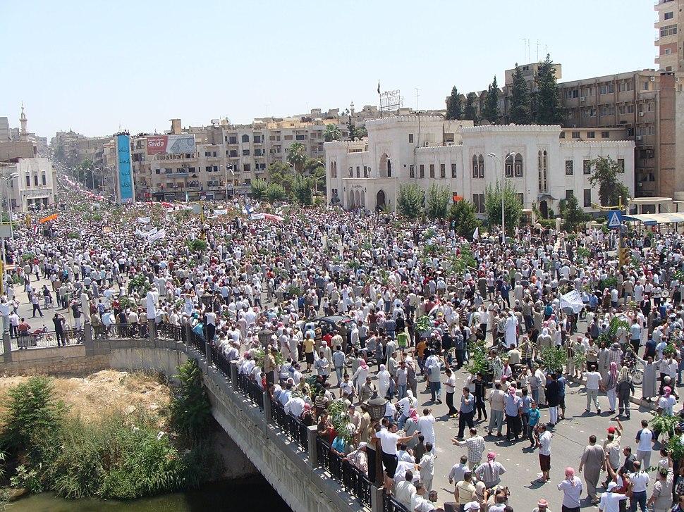 مئات الآلاف من المتظاهرين في حماة مطالبين بإسقاط النظام.jpg&filetimestamp=20110714031515&
