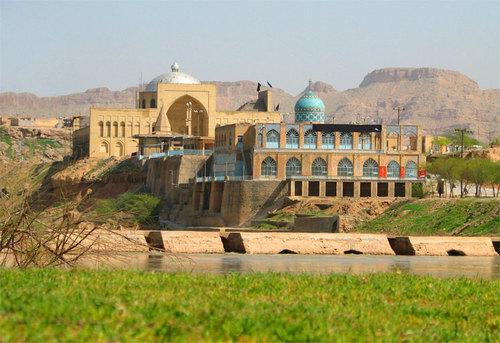 مدينة عربية تجري تحتها الأنهار!!!