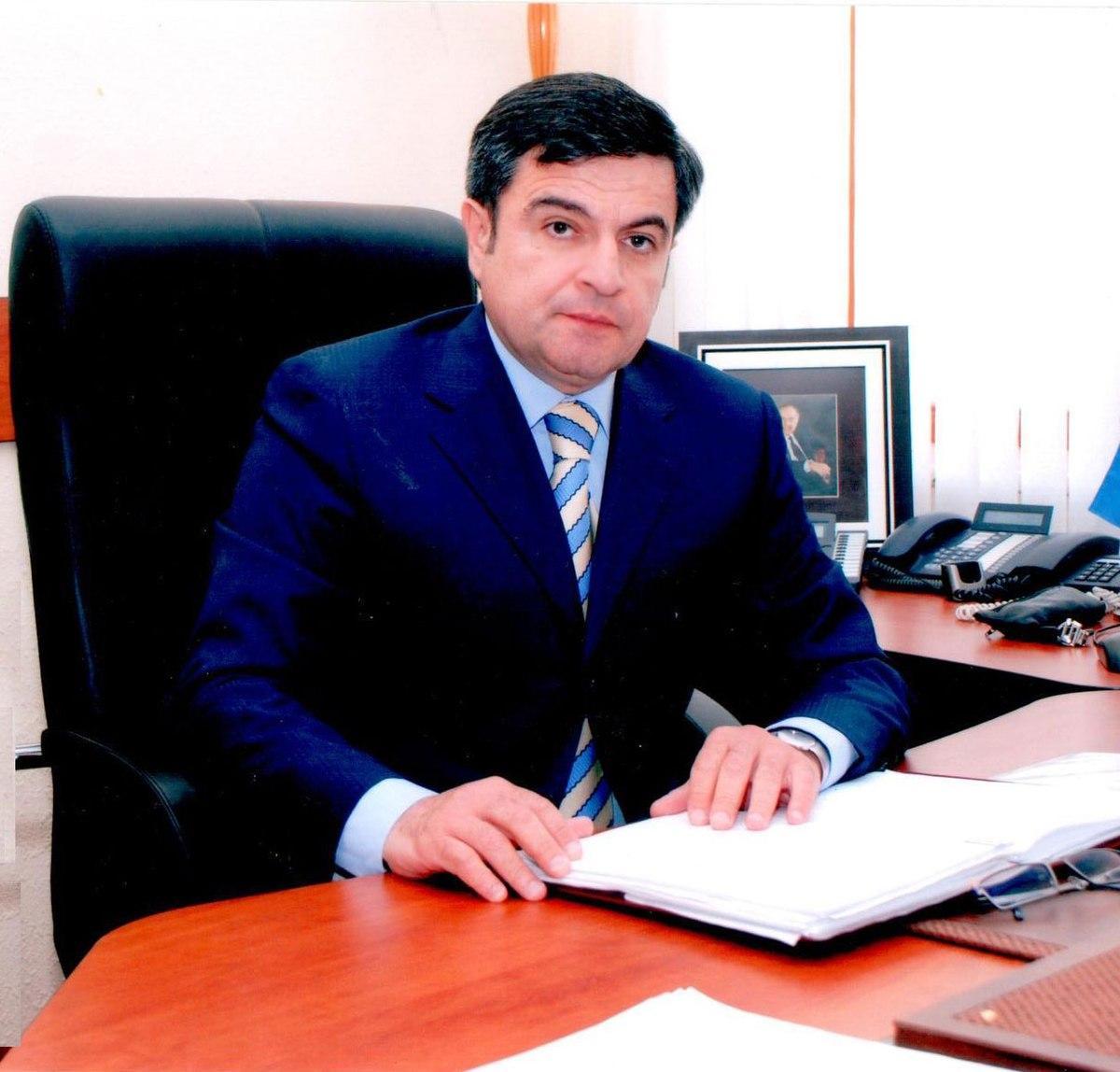 Nadir Hüseynov — Vikipediya