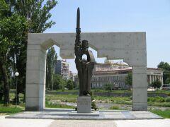 Паметник на Иван Асен II в центъра на града