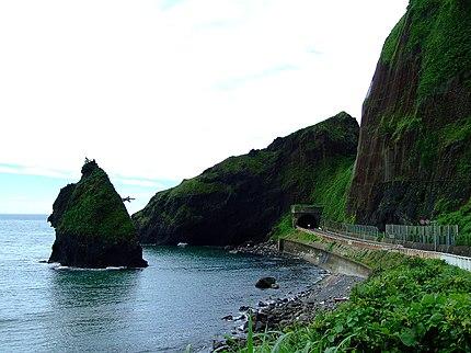 国道402号、長岡市寺泊野積~新潟市西蒲区角田浜の区間、通称「越後七浦シーサイドライン」にある観光名所、「越後七浦」。