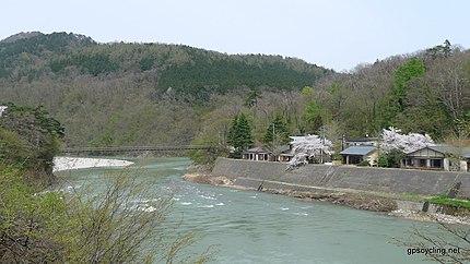 荒川沿いの鷹ノ巣温泉