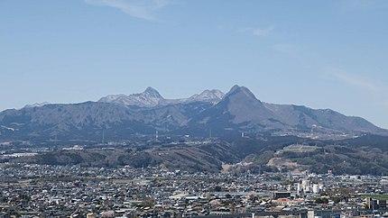 北橘温泉天守閣の宿 たちばなの郷 城山 駐車場より望む榛名山。