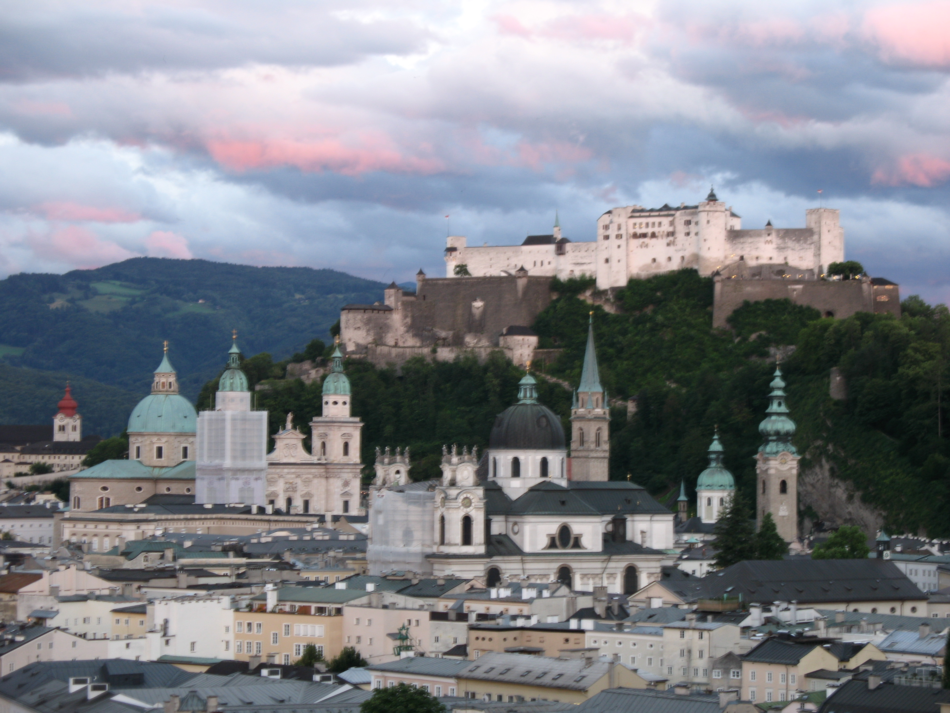external image 1907_-_Salzburg_-_View_from_M%C3%B6nchsberg.JPG