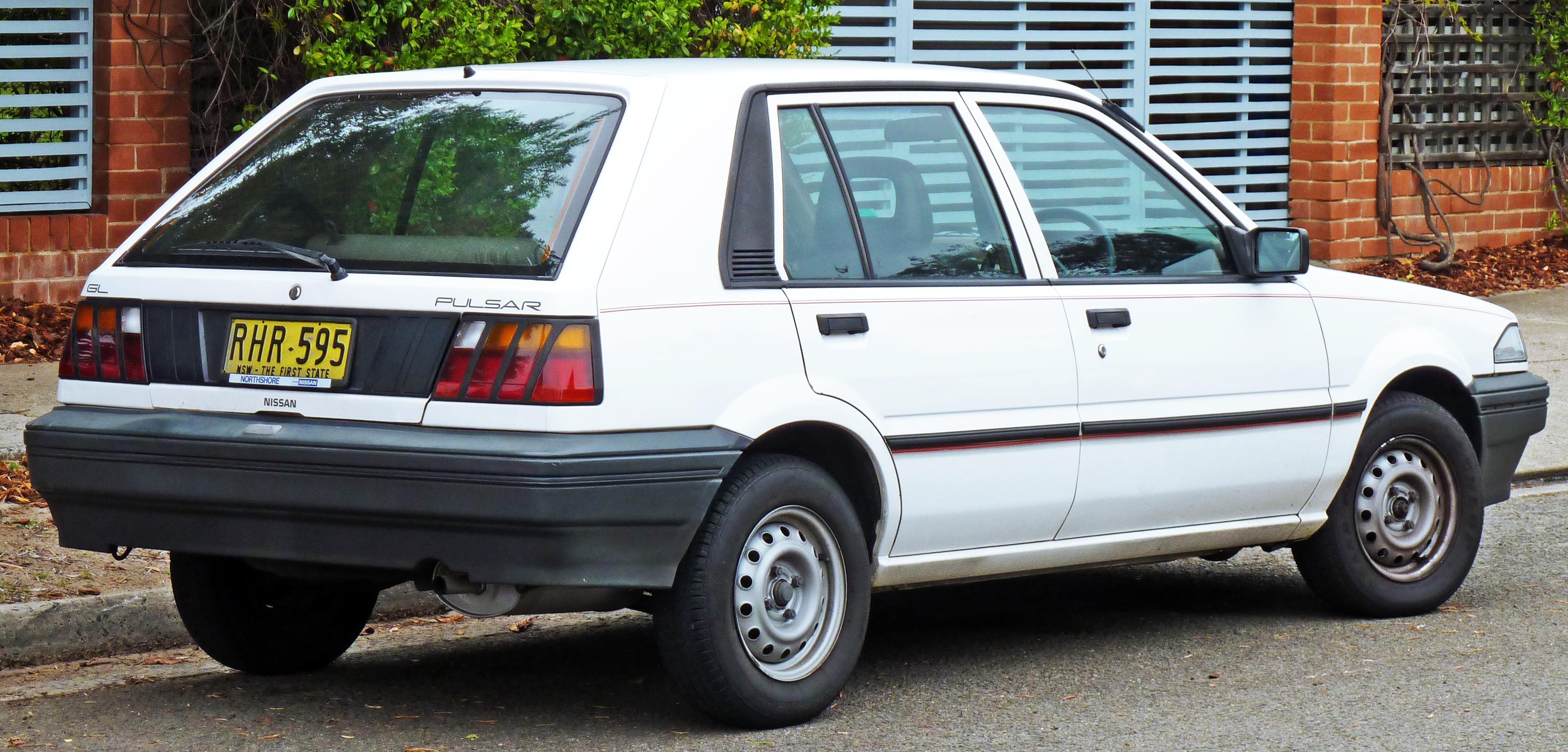 Description 1987-1989 Nissan Pulsar (N13) GL 5-door hatchback 01.jpg
