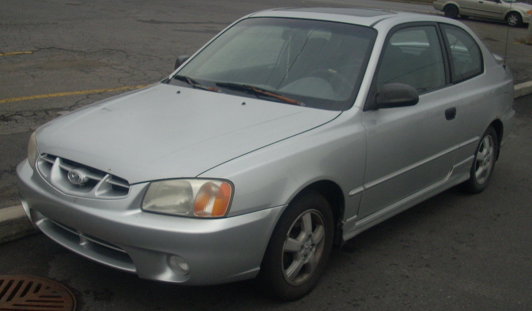 File 2000 02 Hyundai Accent Hatchback Jpg Wikimedia Commons