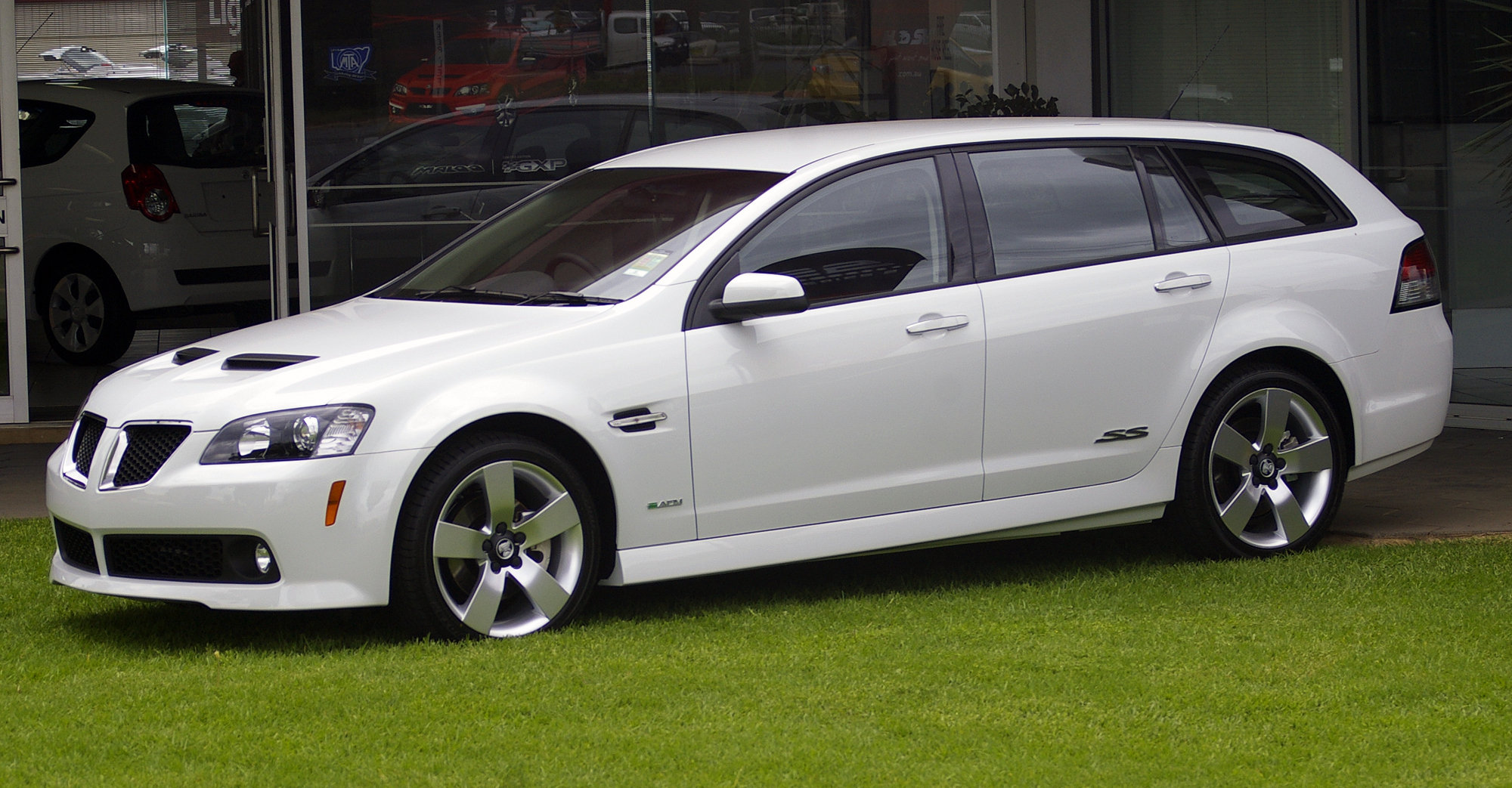 http://upload.wikimedia.org/wikipedia/commons/0/00/2009%E2%80%932010_Holden_VE_Commodore_(MY10)_SS_V_Special_Edition_Sportwagon.jpg