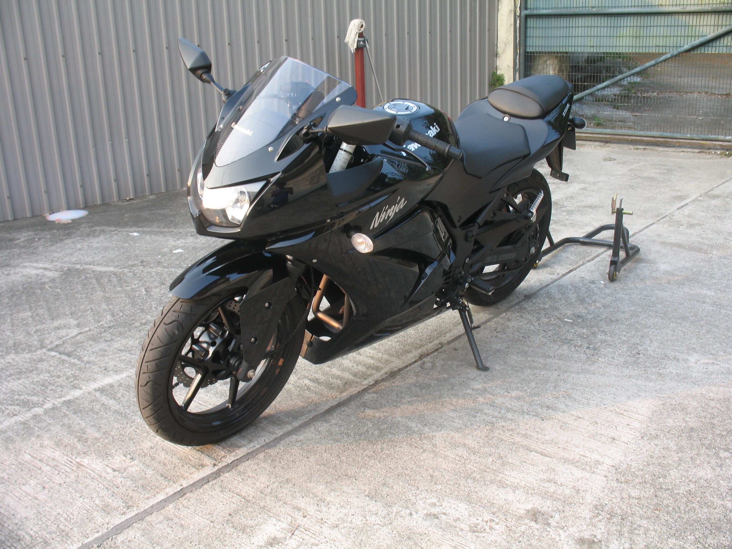 File:2009 Kawasaki Ninja 250R Black.jpg - Wikimedia Commons