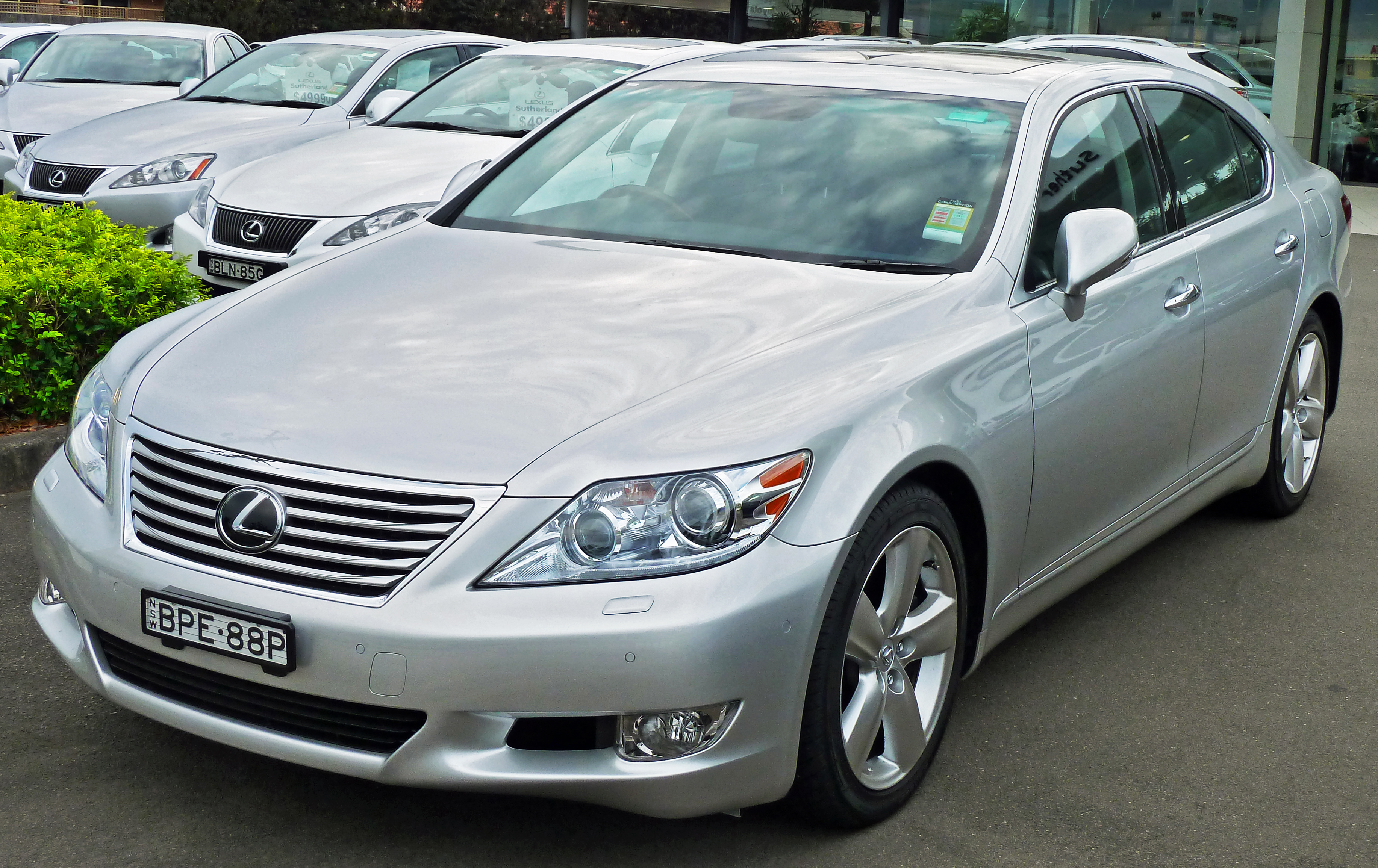 Lexus LS - Wikipedia, the free encyclopedia