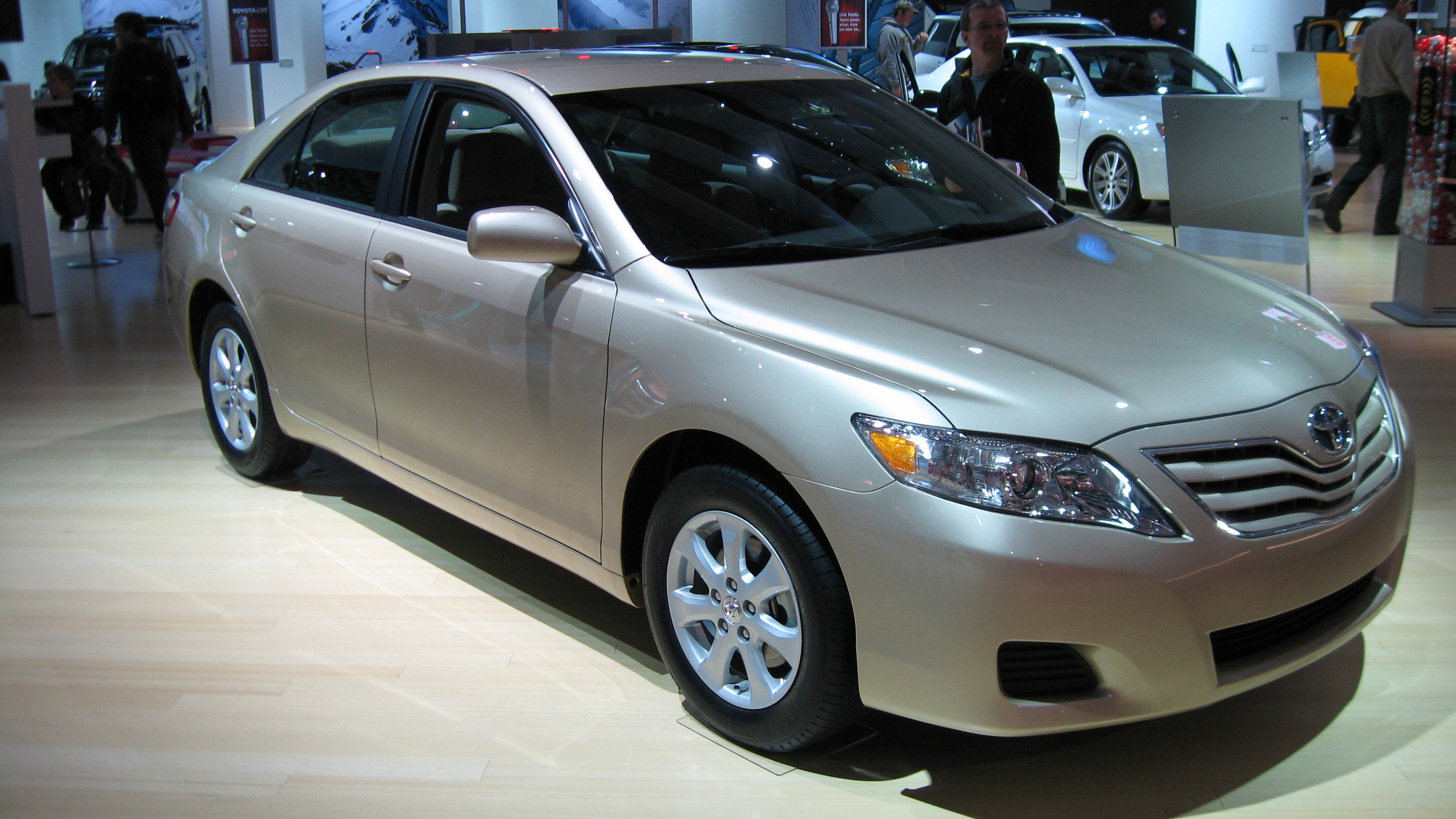 File 2010 Toyota Camry Le 2009 01 18 Jpg Wikimedia Commons