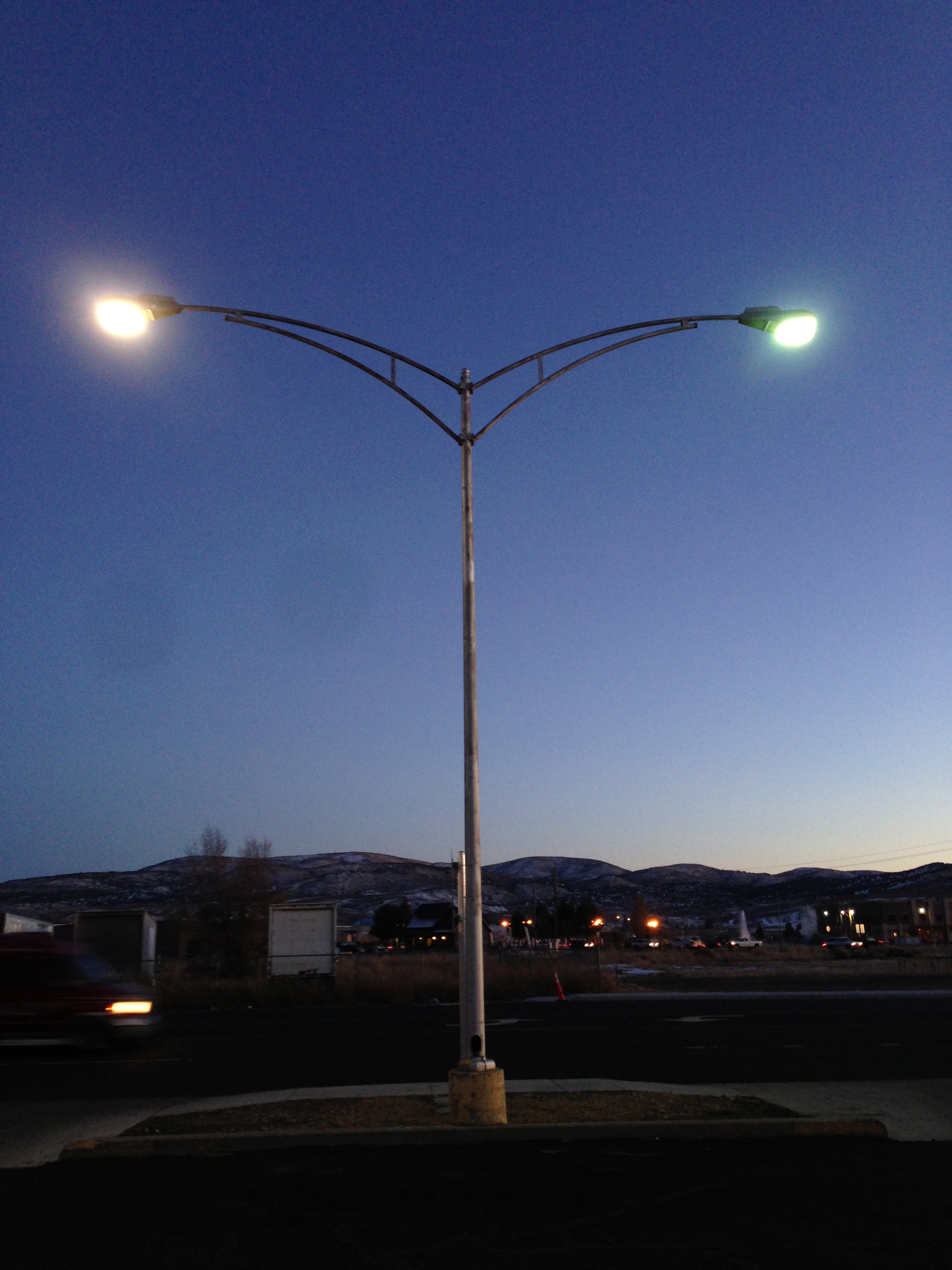 Good File:2014 11 17 16 40 42 Mercury Vapor Street Light Adjacent To