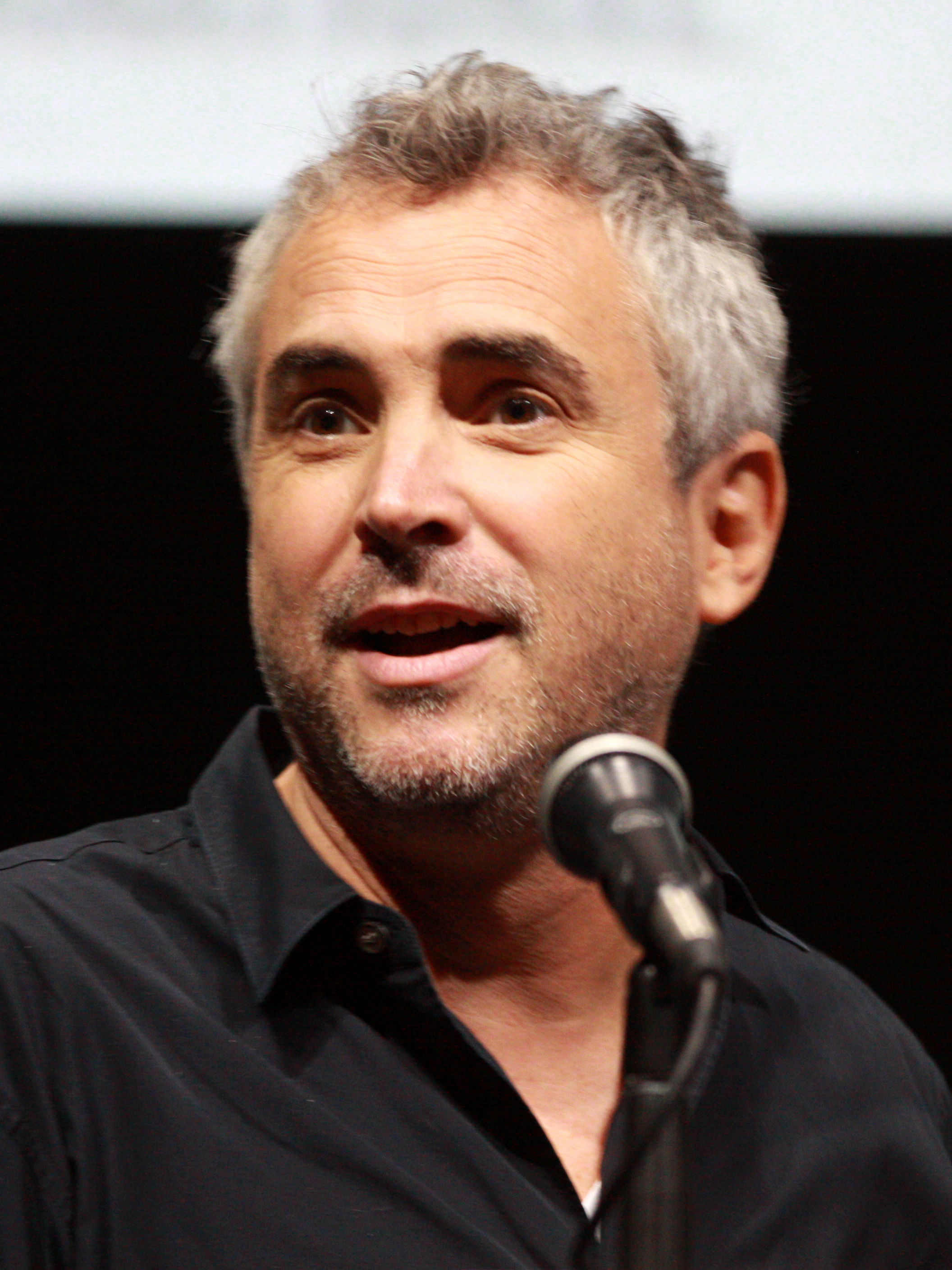 The 56-year old son of father (?) and mother(?) Alfonso Cuarón in 2018 photo. Alfonso Cuarón earned a unknown million dollar salary - leaving the net worth at 20 million in 2018