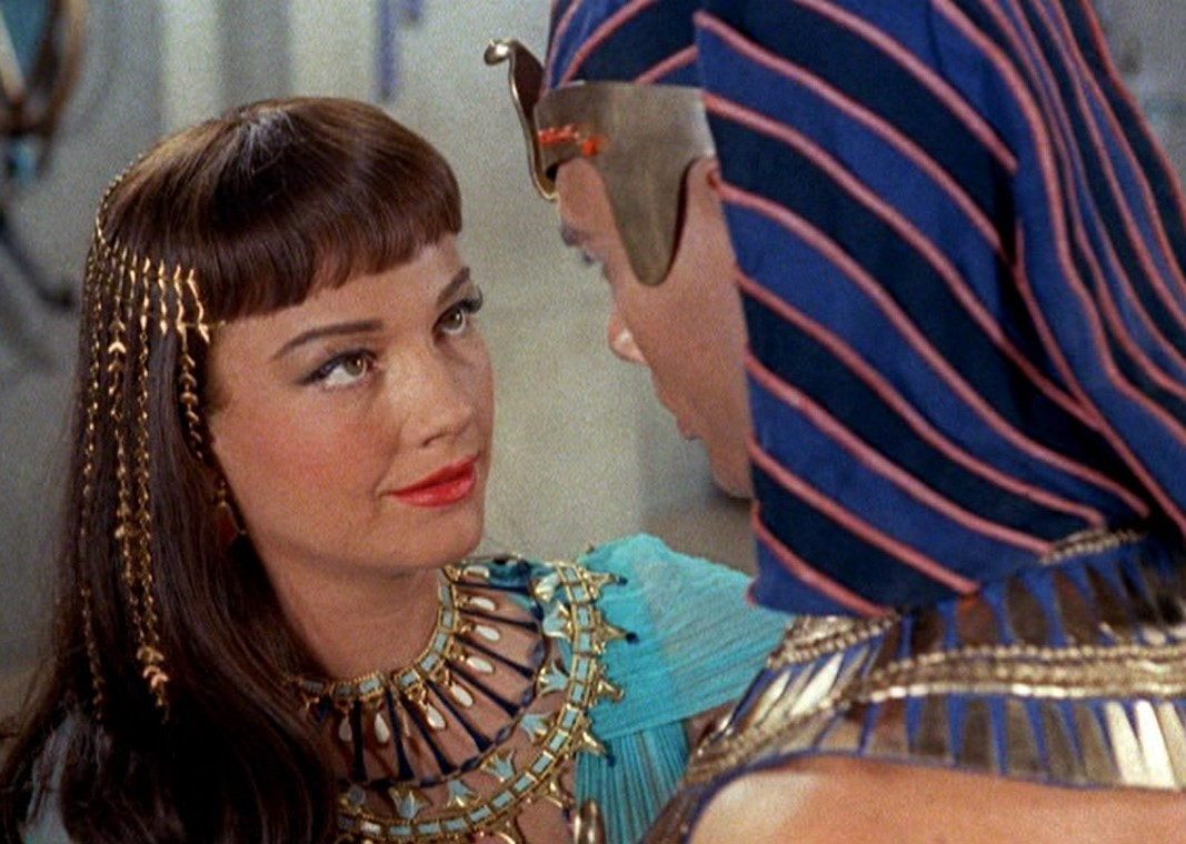File:Anne Baxter and Yul Brynner in The Ten Commandments film trailer.jpg