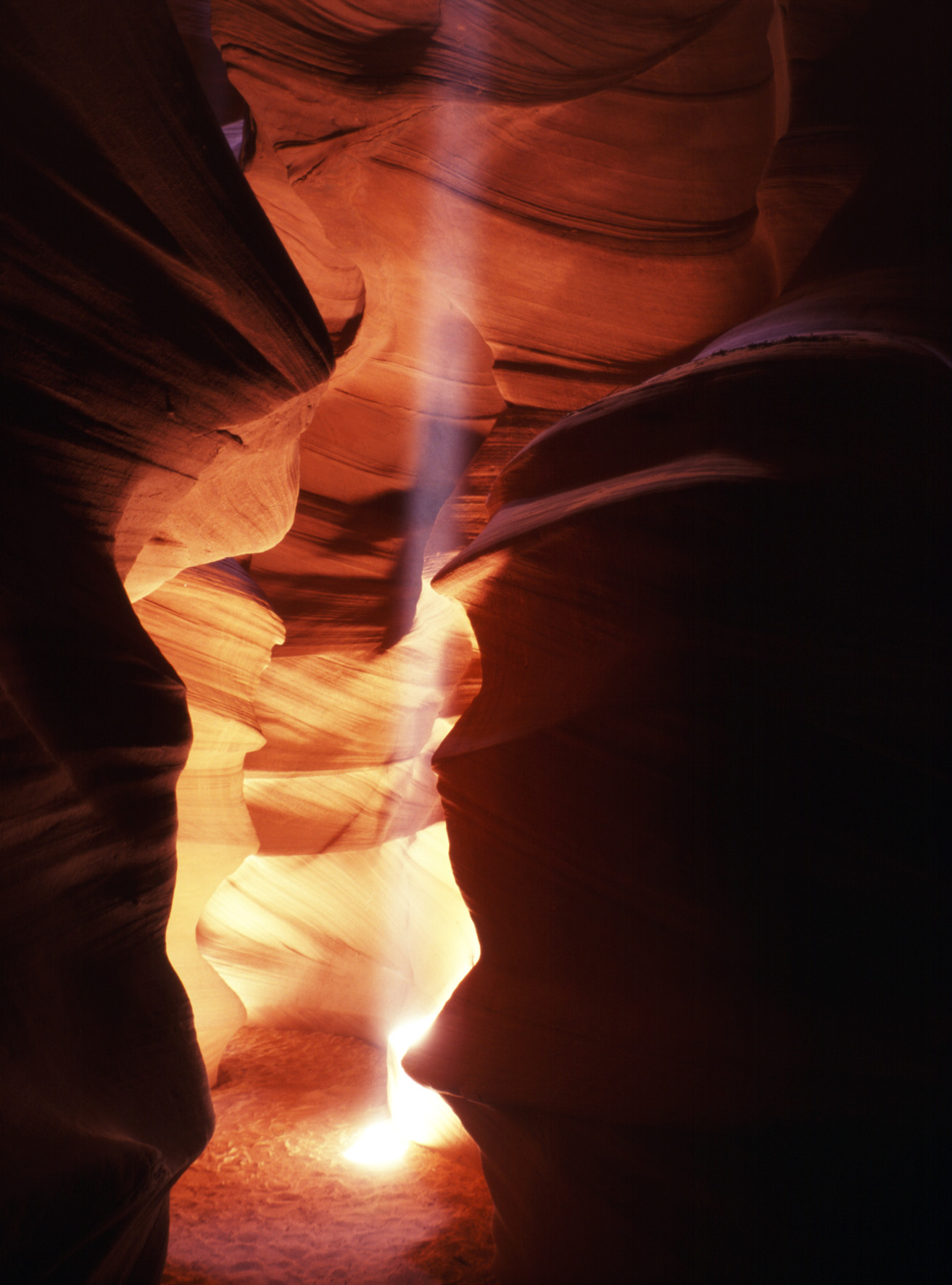 Antelope Canyon Mittags.jpg