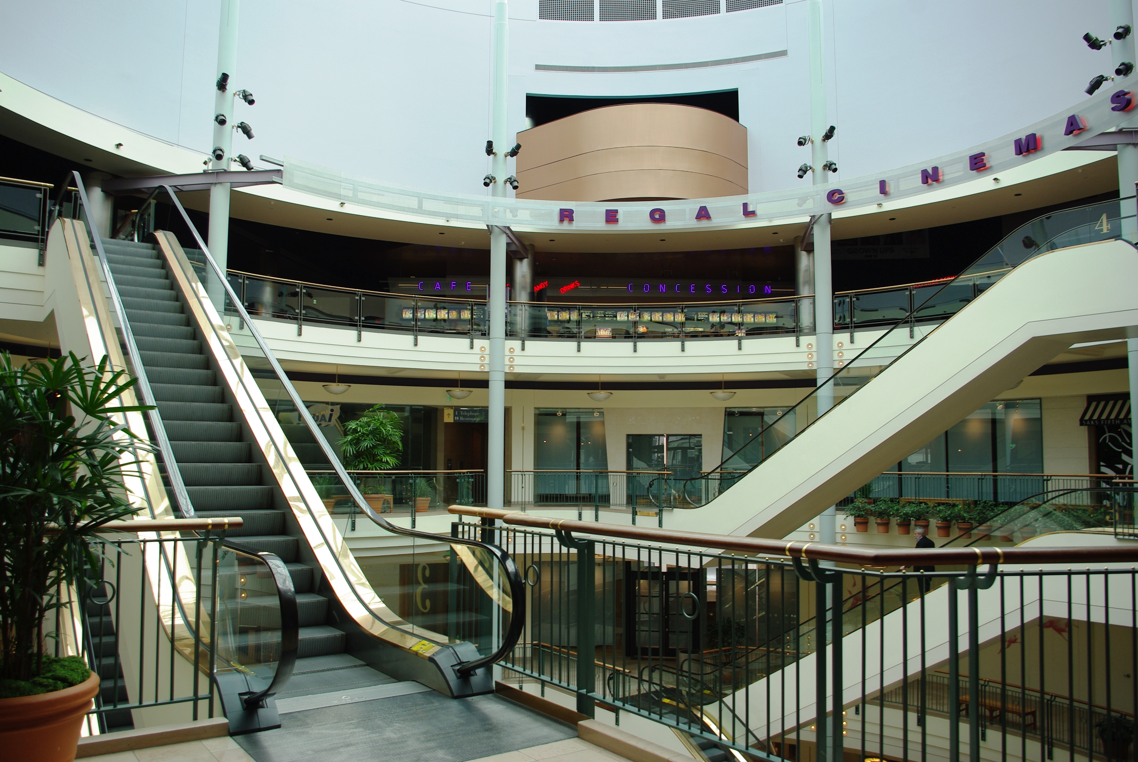 Portland tourist attractions: Cascade Station - NE Portland, OR - a shopping mall near the Portland Airport; Eastport Plaza - SE Portland, OR - mall providing numerous shops and services.