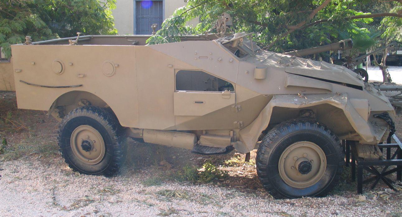 http://upload.wikimedia.org/wikipedia/commons/0/00/BTR-40-batey-haosef-2.jpg?uselang=ru