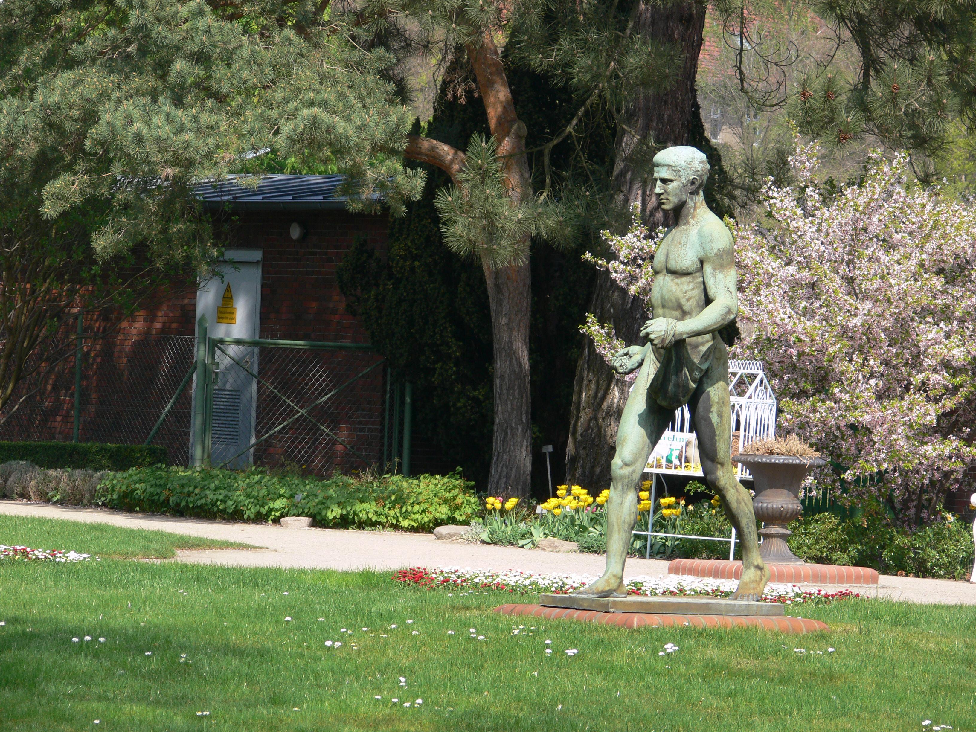 Fileberlin Botanischer Garten Skulpturjpg Wikimedia Commons