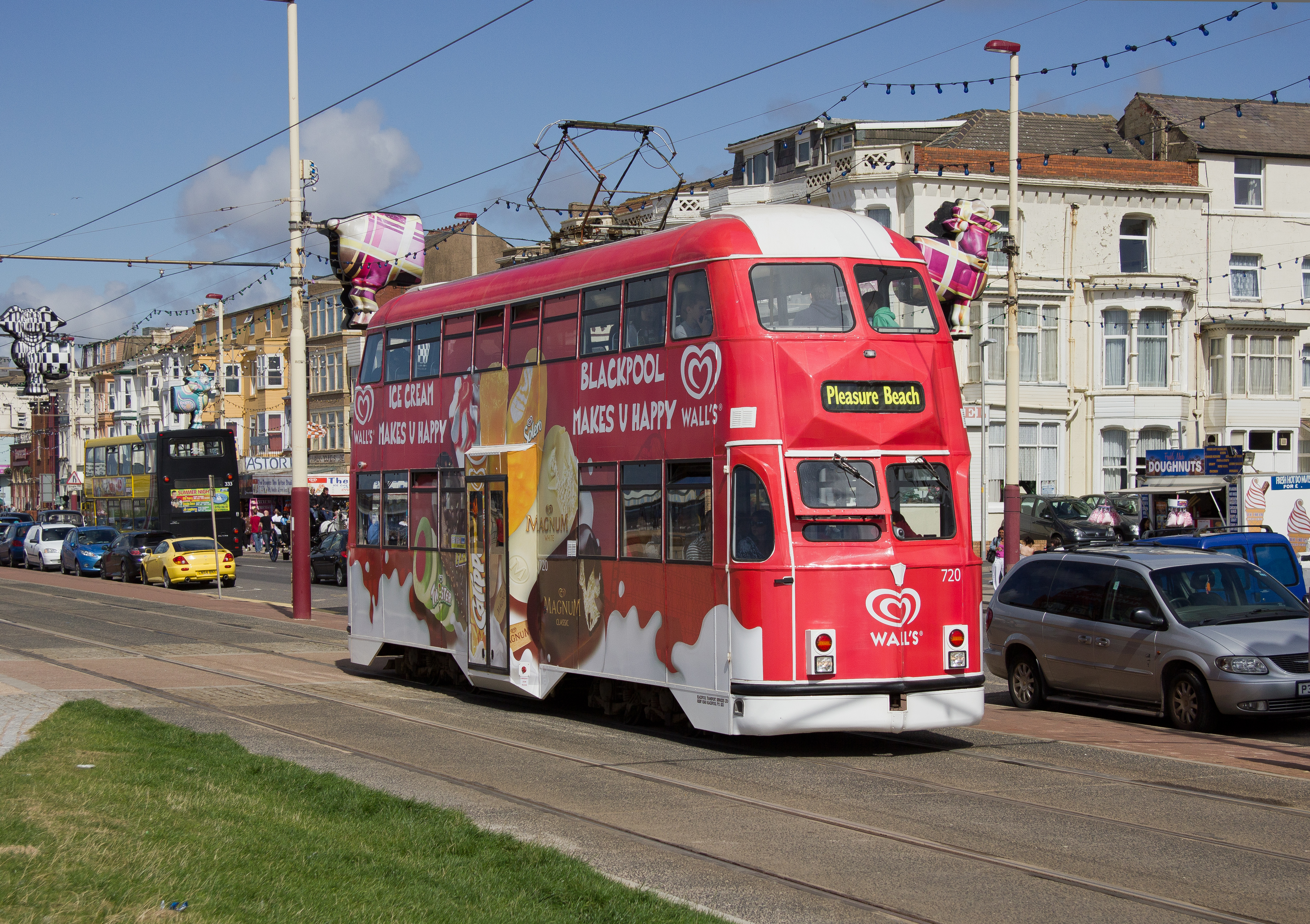 Blackpool_tram_720_,_Promenade.jpg