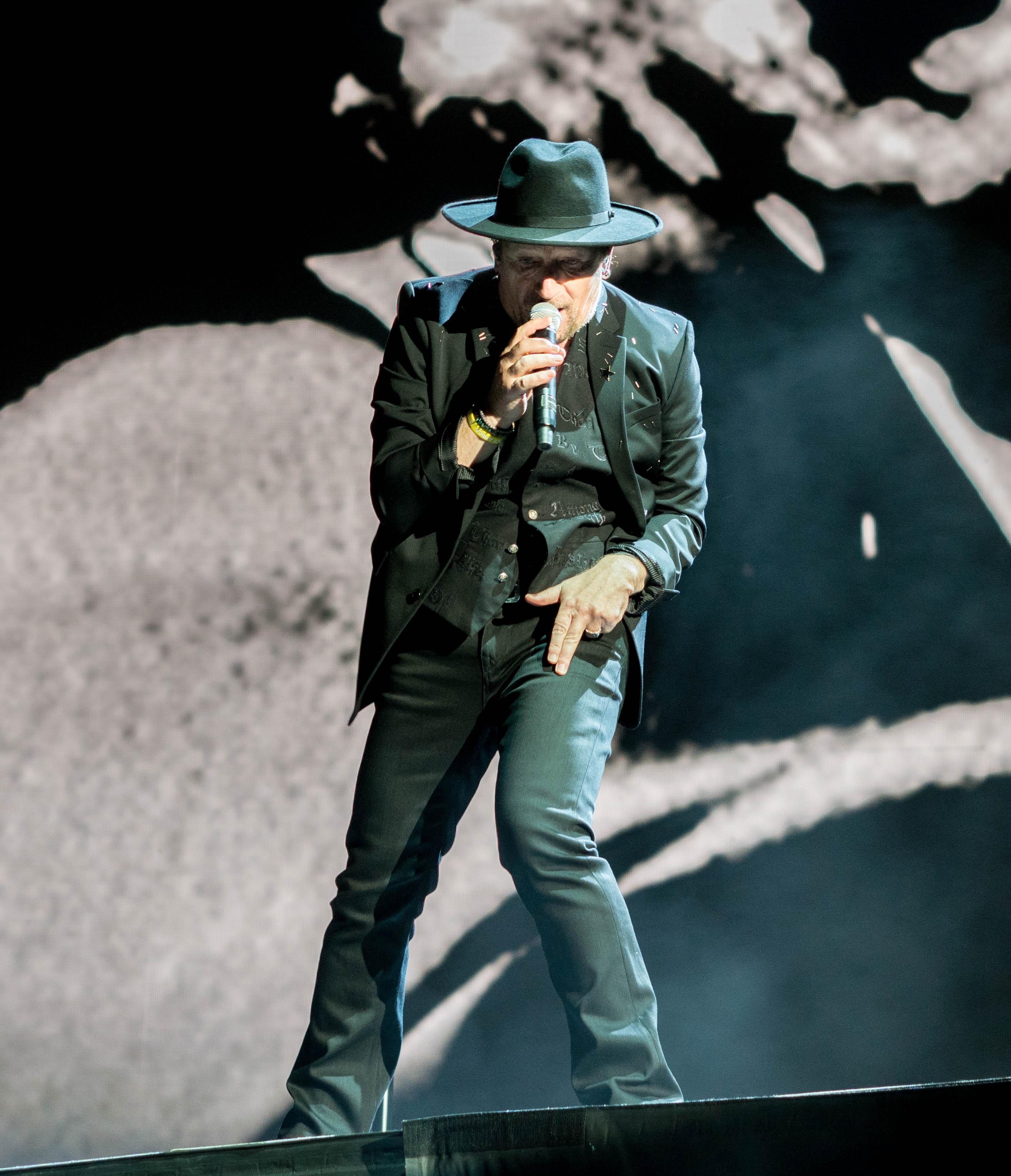 "U2 /""The Joshua Tree/"" Rose Bowl RARE VENUE Concert Tour T-Shirt Sz S//M//L 2017"