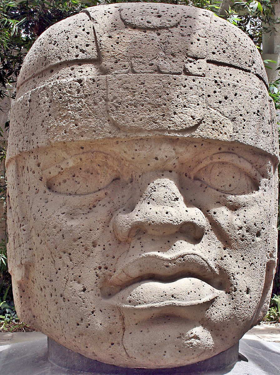 English: Olmec head or colossal head labeled as number 1 in the Xalapa's museum of Antropology. It is also known as el rey (the king) It was found in San Lorenzo Tenochtitlán (name of the archeological site, usually shortened to San Lorenzo), located at Texistepec, State of Veracruz, México. It dates from 1200 to 900 years b.C. and is 2.9 meters high and 2.1 meters wide