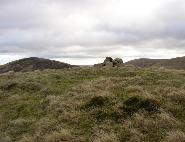 Cairn on High Cantle - geograph.org.uk - 328476