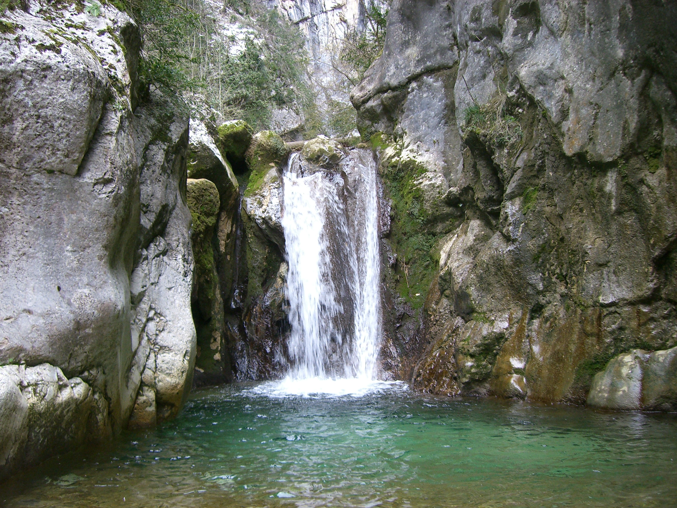 File:Cascade - Cognin-les-Gorges.JPG - Wikimedia Commons
