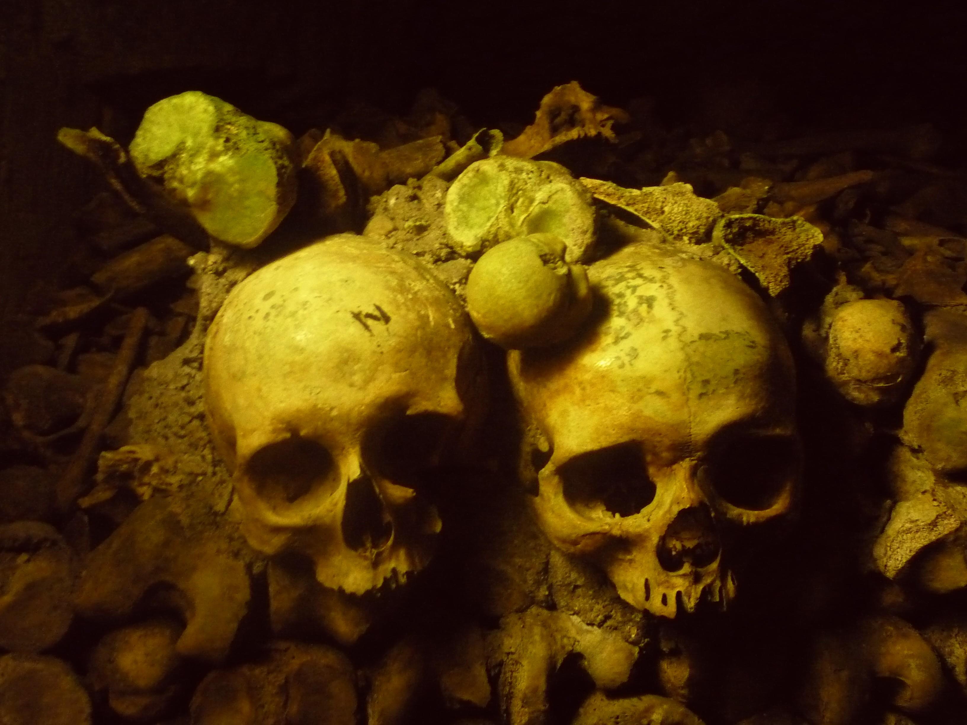 Catacombes de Paris 1.JPG