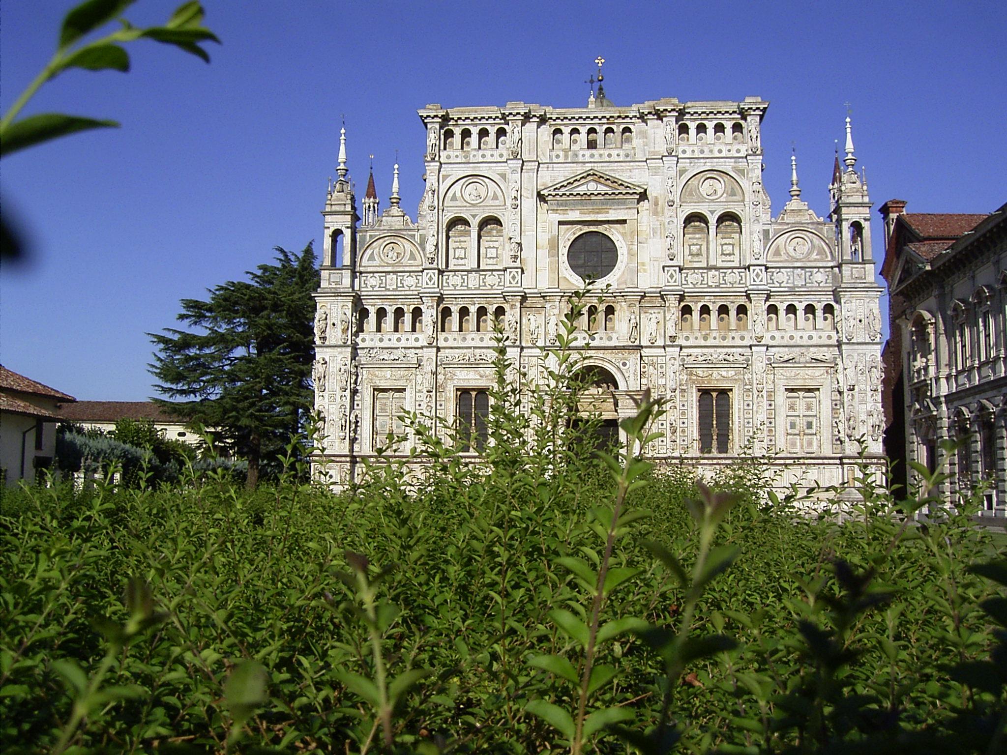 https://upload.wikimedia.org/wikipedia/commons/0/00/Certosa_-_facciata.JPG