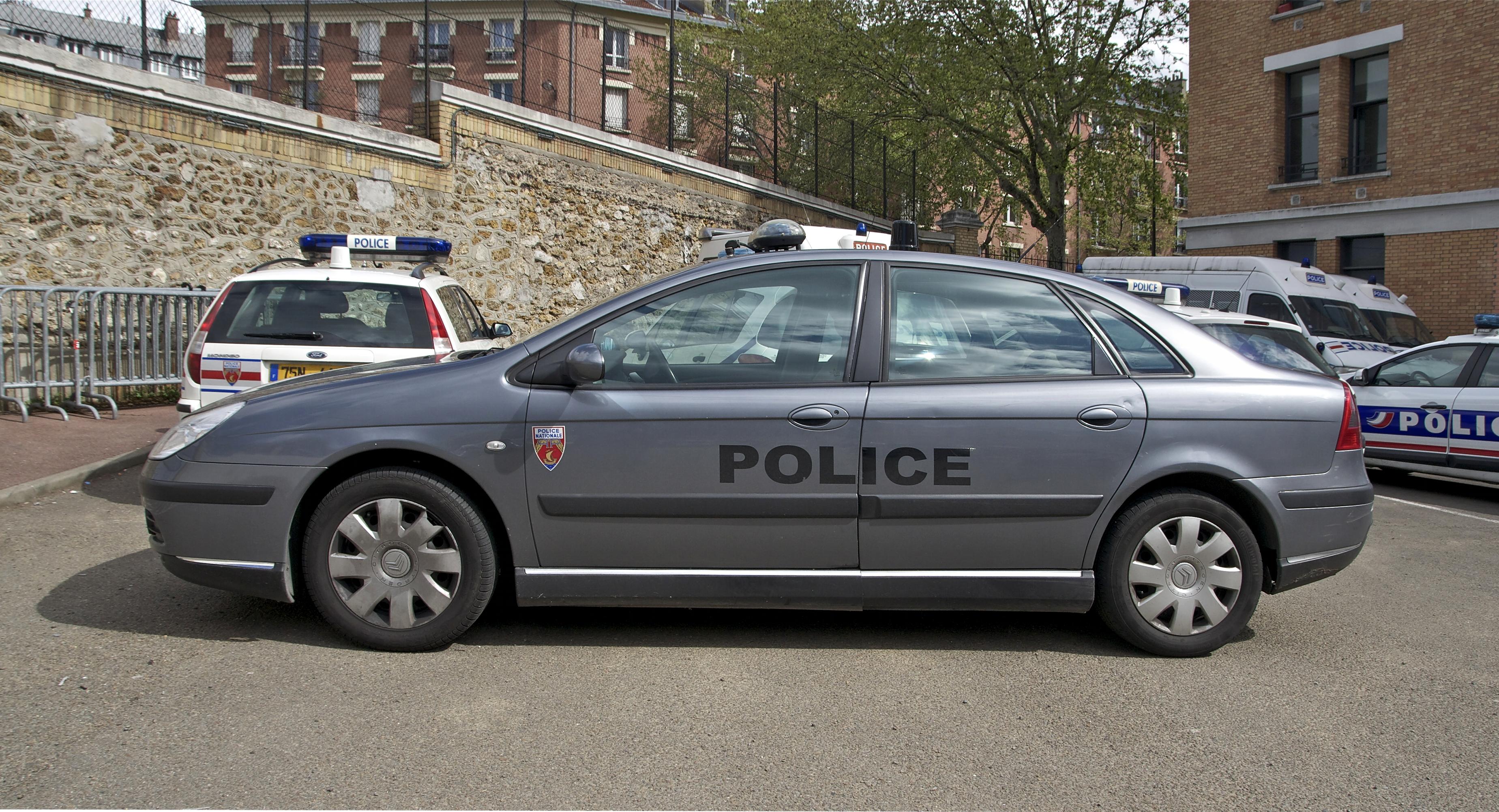 [Photos] Les citroen de la police Citro%C3%ABn_C5_Mk1_Phase_2_Police_Paris_grise