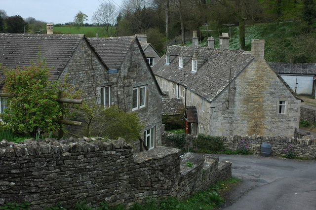 File:Cottages in Bisley - geograph.org.uk - 787458.jpg