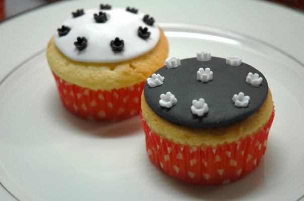 File:Cupcakeroses.jpg