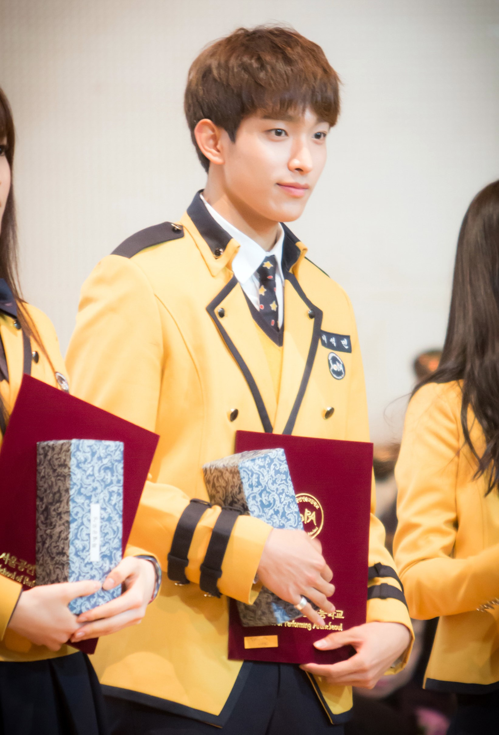 File:DK at his graduation ceremony at the Seoul Performing Arts High