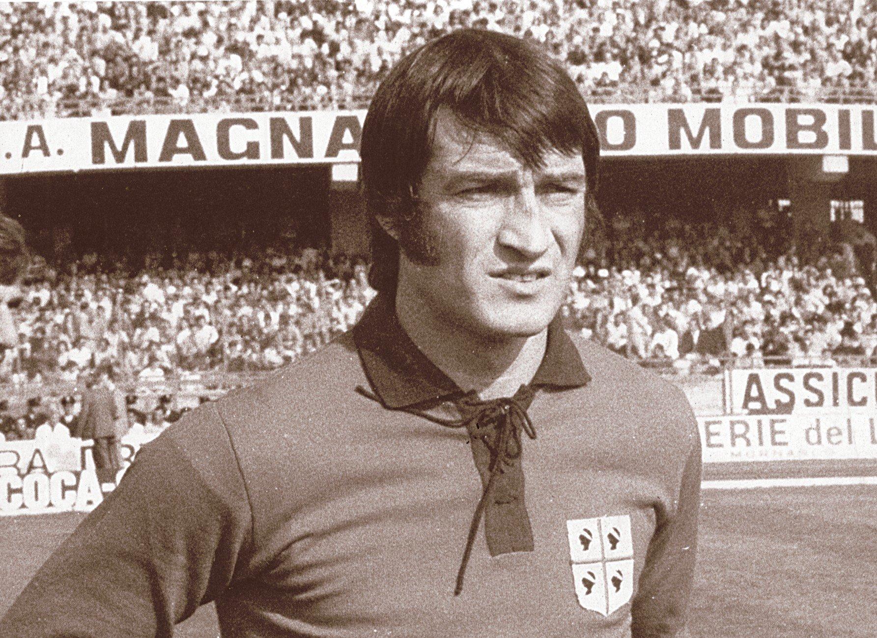 File:Enrico Albertosi - Cagliari.jpg - Wikimedia Commons