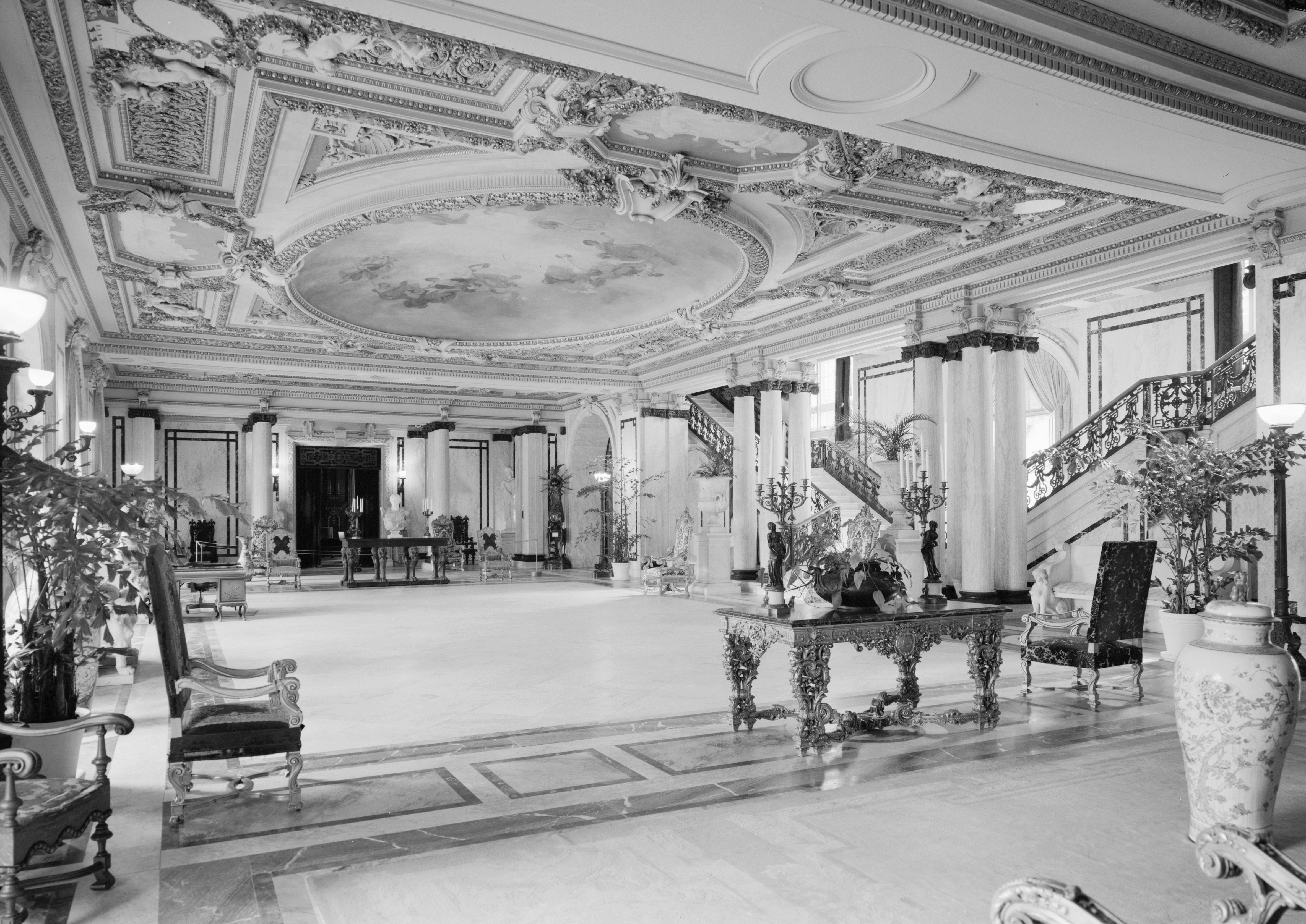 File:Flagler Whitehall Main Hall BW