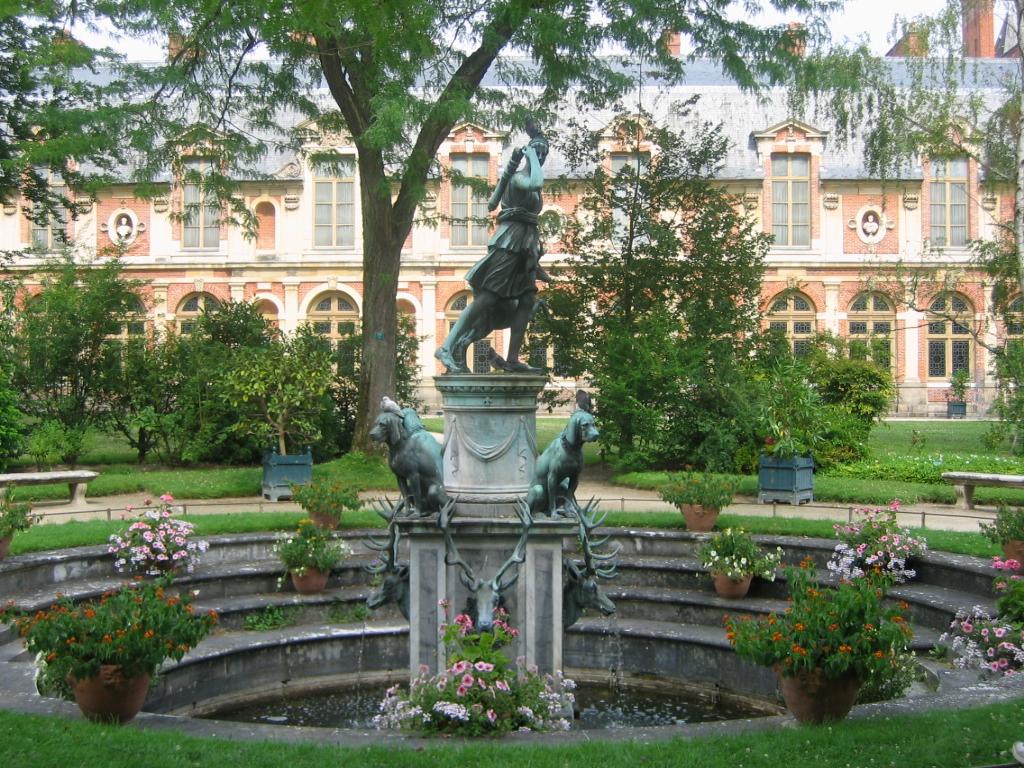 File:Fontainebleau fontaineDiane.jpg - Wikimedia Commons