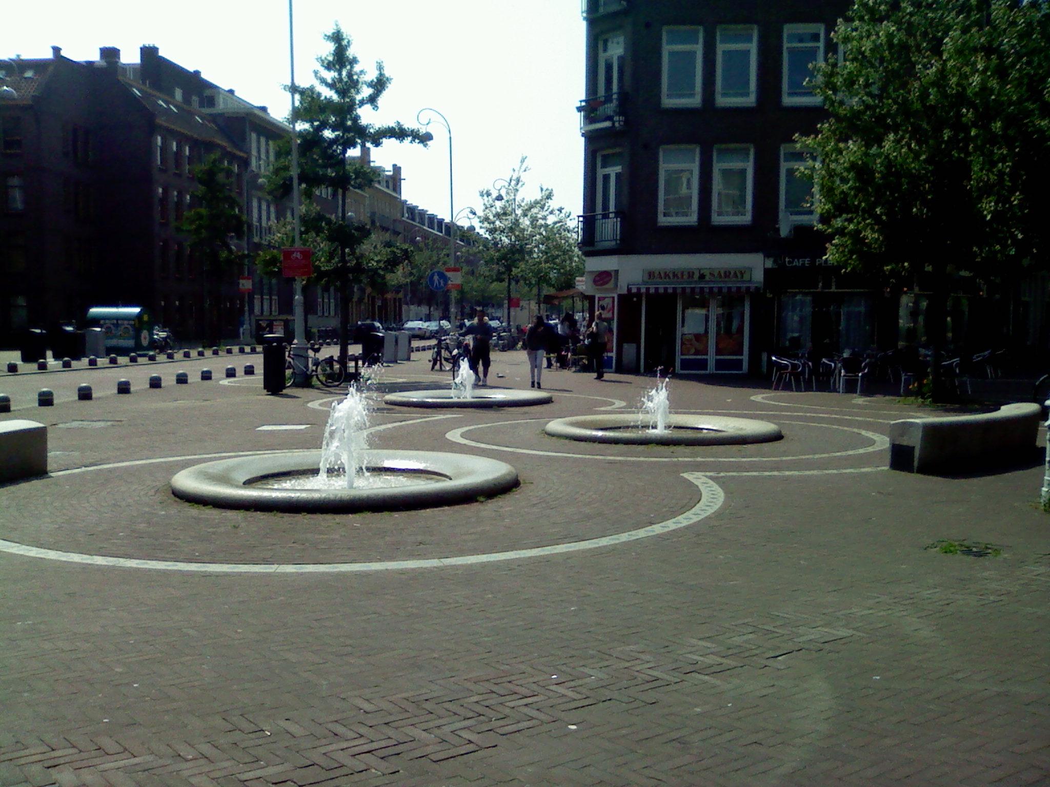Fontein_op_het_Javaplein%2C_Amsterdam.jpg