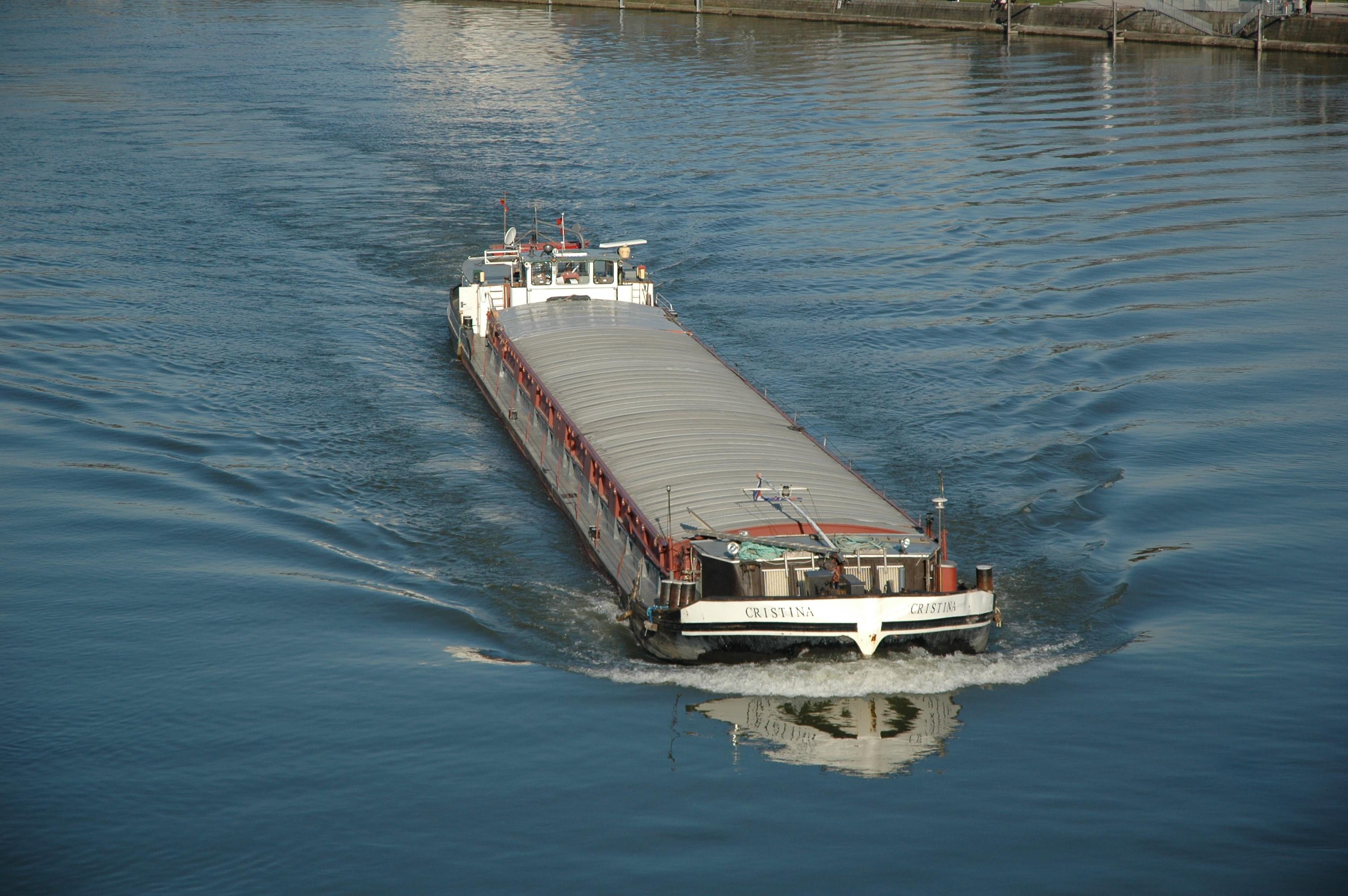 Frachtschiff_Linz_2007