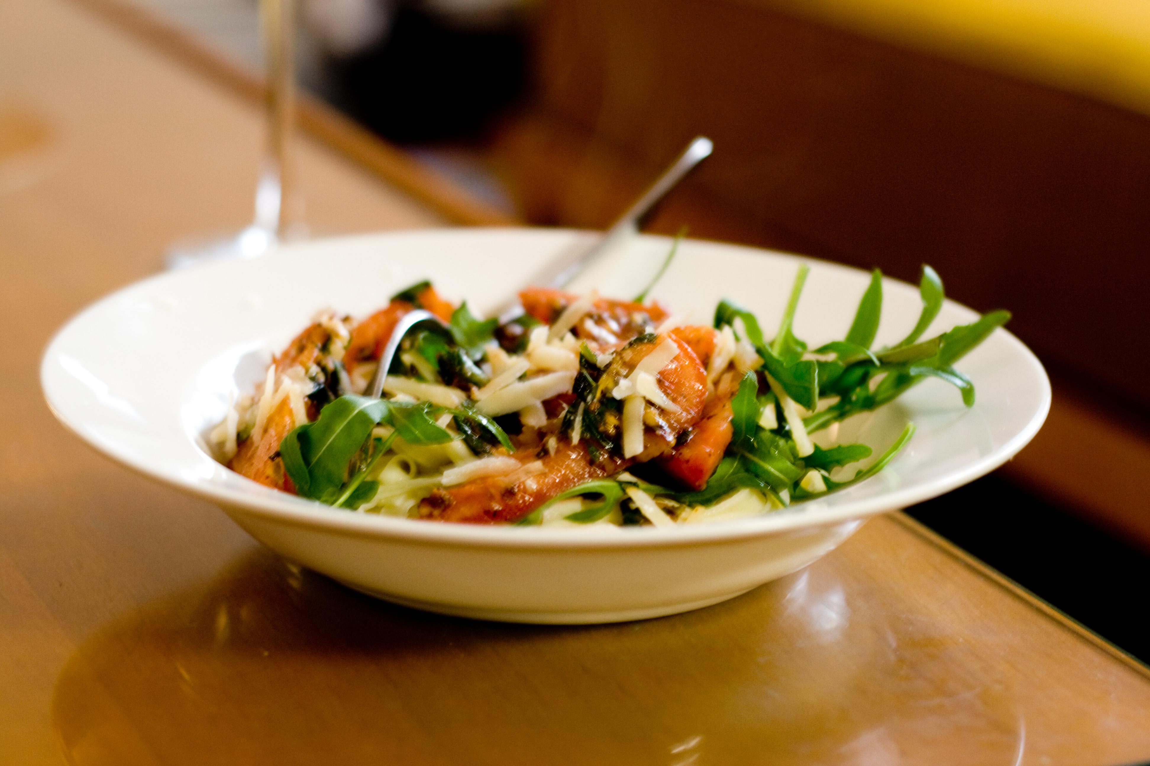 File:Fresh vegetarian pasta (2528005054).jpg - Wikimedia ...