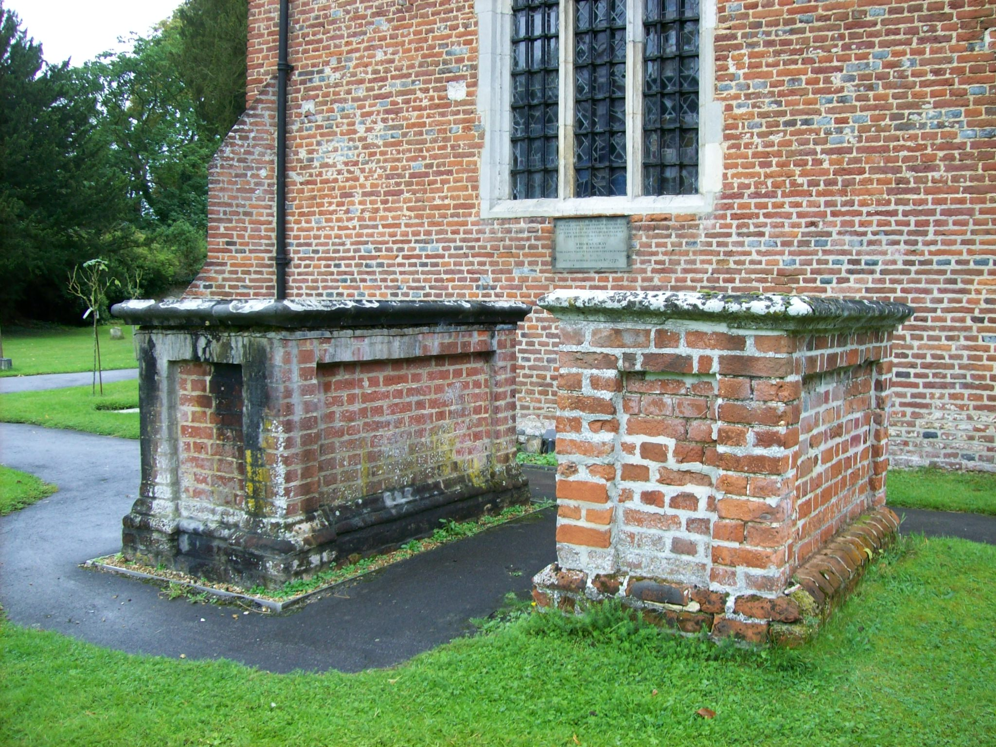 File:Gray's tomb, Stoke Poges.jpg - Wikimedia Commons