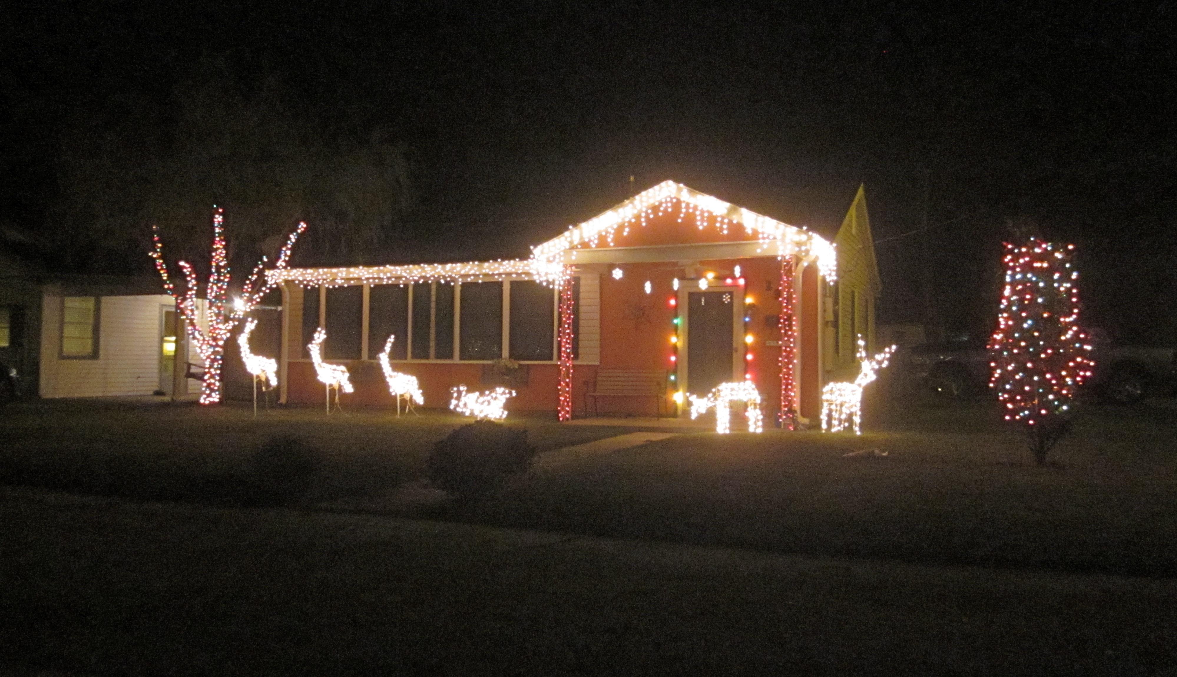 File:Harrahan Christmas Lights House 1.JPG