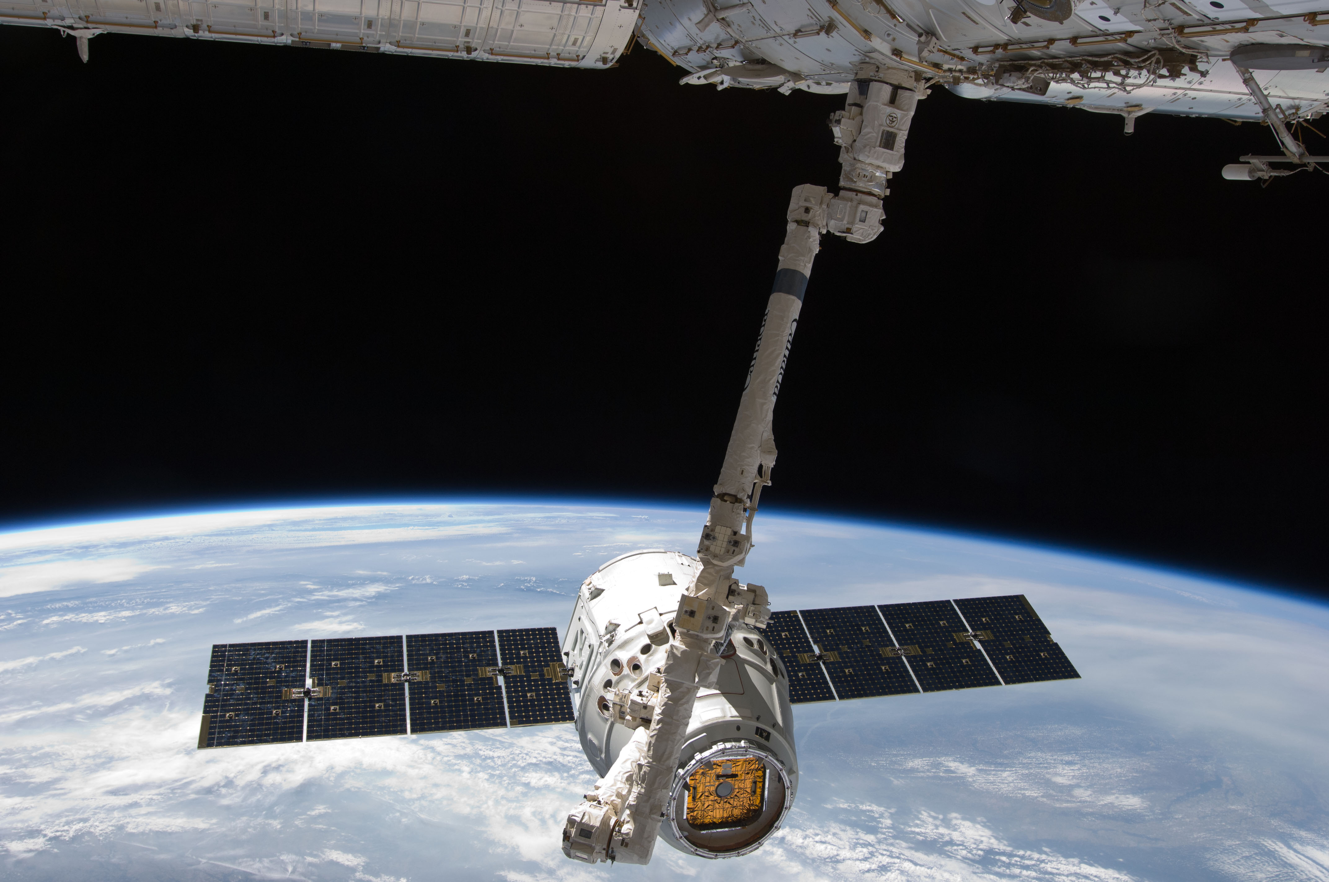 file iss 31 spacex dragon commercial cargo craft is grappled by canadarm2 jpg