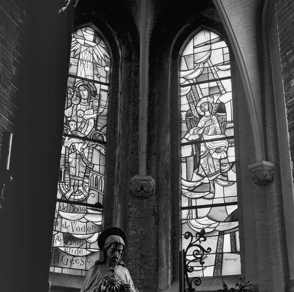 File:Int. glas-in-lood ramen - Schiedam - 20320097 - RCE