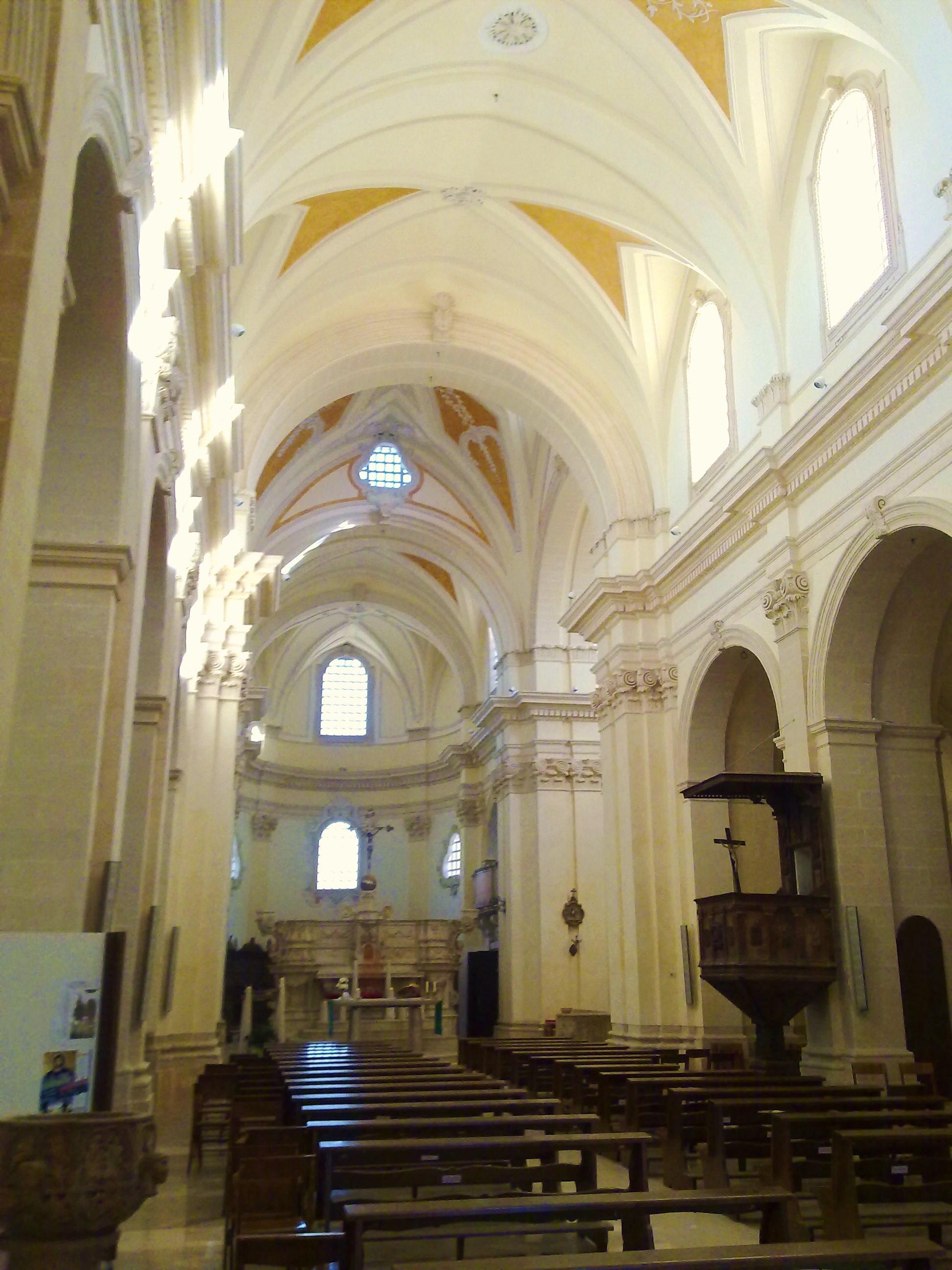 File interno chiesa madre di wikipedia for Interno chiesa