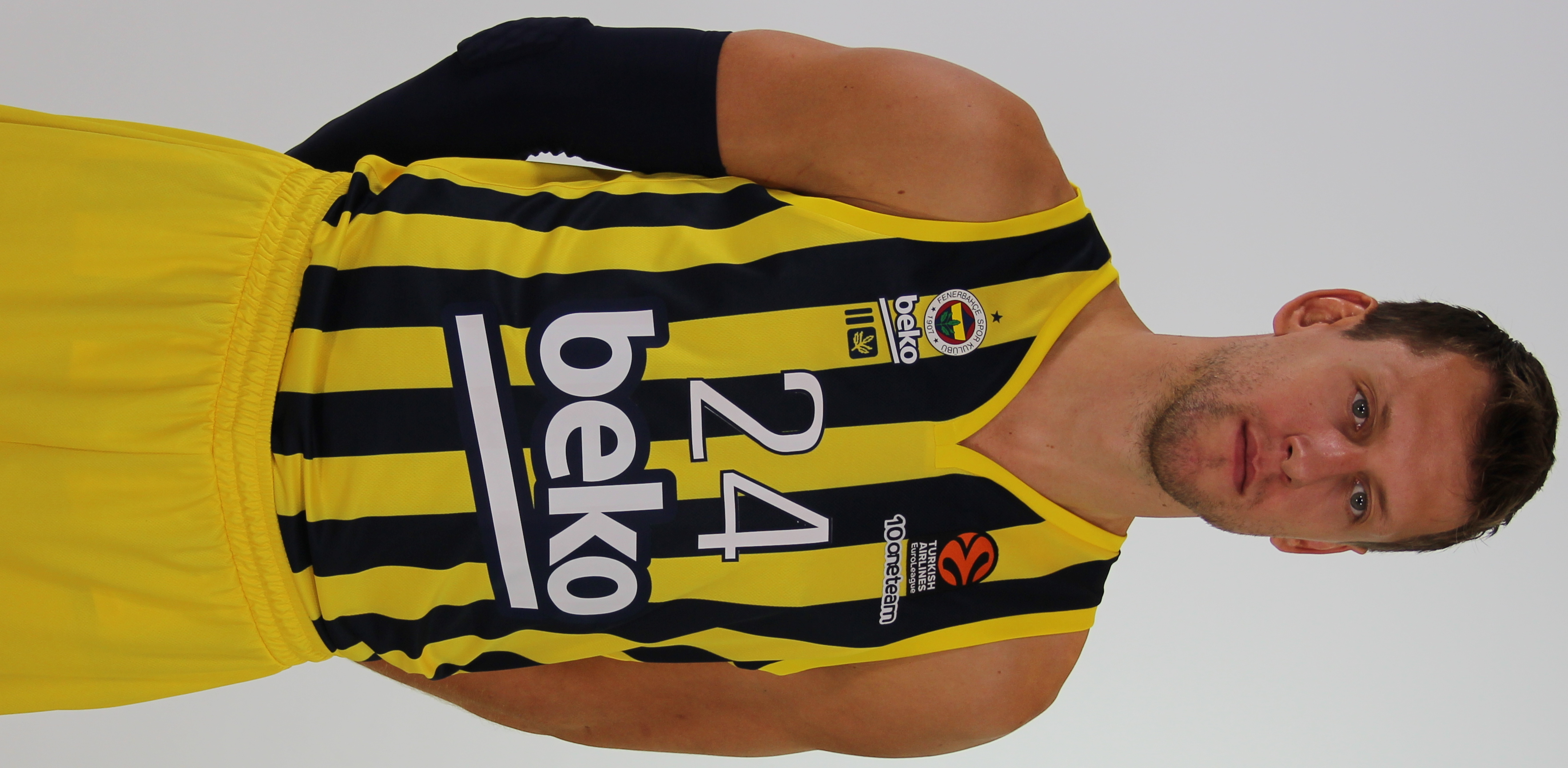 Veselý with [[Fenerbahçe Men's Basketball|Fenerbahçe]] in 2021